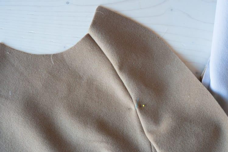 Clare Sewalong_Topstitching raglan sleeve